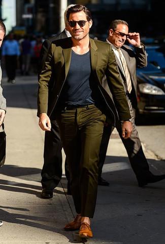 Traje verde oliva camiseta con cuello circular en gris oscuro zapatos oxford de cuero marron claro large 21951