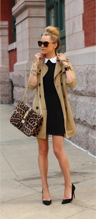 Tenue: Trench marron clair, Robe moulante noire, Escarpins en daim noirs, Sac bandoulière en daim imprimé léopard marron