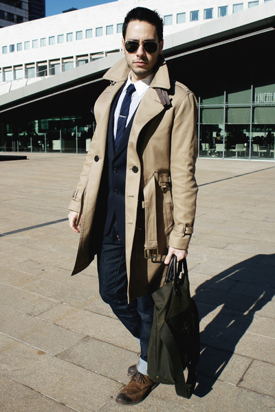 How To Wear Jeans With a Tan Trenchcoat | Men's Fashion