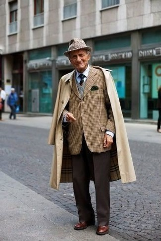 How to Wear a Brown Wool Hat For Men: You'll be surprised at how easy it is for any gent to get dressed like this. Just a tan trenchcoat worn with a brown wool hat. To add a bit of classiness to this outfit, finish with brown leather derby shoes.