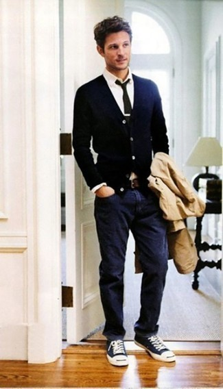 How to Wear a Tan Trenchcoat For Men: Pair a tan trenchcoat with navy jeans if you want to look stylish without spending too much time. Complement your look with a pair of navy and white canvas low top sneakers to add a dash of stylish casualness to your look.