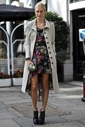 Choose a grey trenchcoat and a black floral casual dress for a casual level of dress. Elevate this ensemble with black leather lace-up ankle boots.