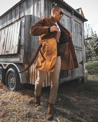 Beige Jeans Outfits For Men: A brown trenchcoat and beige jeans are among the fundamental elements in any gent's versatile wardrobe. And if you want to easily amp up this look with one single item, add a pair of dark brown suede chelsea boots to this look.