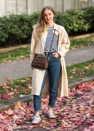 How to wear: beige trenchcoat, white and navy horizontal striped crew-neck t-shirt, navy jeans, white canvas low top sneakers