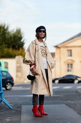 How to wear: beige trenchcoat, white print crew-neck t-shirt, black skinny jeans, black elastic ankle boots