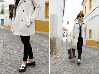 No matter where you go over the course of the day, you'll be stylishly prepared in a cream trench coat and a dark brown print leather tote bag. Complement your getup with black and white leather loafers. As you can see, it's super easy to look cute and stay cozy when cooler weather arrives, thanks to this ensemble.