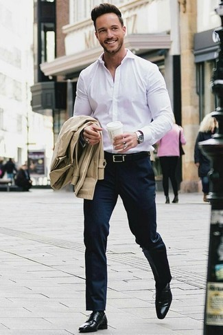 How to Wear a Tan Trenchcoat For Men: Loving the way this pairing of a tan trenchcoat and navy dress pants immediately makes men look classy and smart. And if you need to immediately dial down your look with one item, why not complement this getup with a pair of black leather derby shoes?