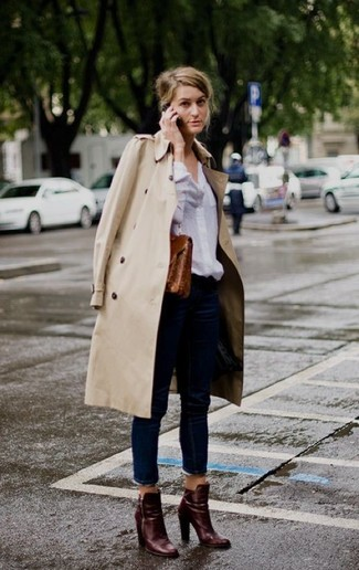 A beige trenchcoat and navy jeans feel perfectly suited for weekend activities of all kinds. Complement this look with burgundy leather ankle boots.
