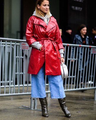 A nicely put together pairing of a red leather trenchcoat and light blue denim culottes will set you apart effortlessly. Opt for a pair of olive boots for a more relaxed feel. With rising temperatures comes a sense of spring renewal and the need for a killer look just like this one.