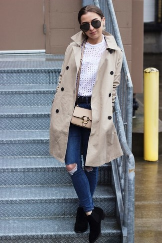 How to Wear a Beige Leather Crossbody Bag: For something more on the casually edgy side, you can rely on a beige trenchcoat and a beige leather crossbody bag. Complement this outfit with a pair of black suede chelsea boots and off you go looking smashing.
