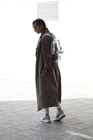This combo of a dark grey trench coat and grey slim jeans spells comfort and definitely sass. Mix things up by wearing grey athletic shoes. When it's one of those gloomy autumn days, what better to spice it up than a chic look like this one?