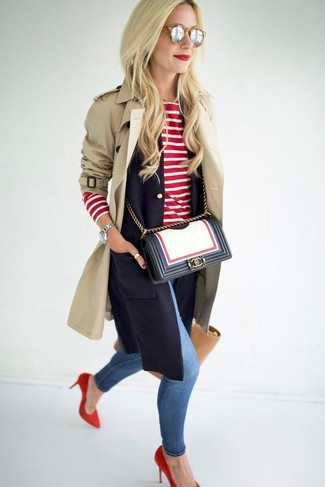 Consider teaming a cream trenchcoat with blue distressed slim jeans for a glam and trendy getup. Red suede pumps are a savvy choice to complete the look.