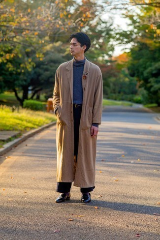 Purple Socks Outfits For Men: This city casual combination of a tan trenchcoat and purple socks is super easy to throw together without a second thought, helping you look awesome and ready for anything without spending a ton of time going through your closet. Black leather loafers will instantly lift up even your most comfortable clothes.