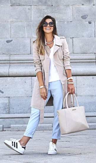 How to wear: beige trenchcoat, white v-neck t-shirt, light blue chinos, white and black leather low top sneakers