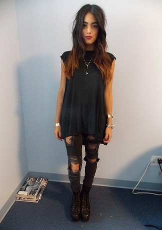 Consider teaming a Topshop Plisse Belted Tunic with black ripped skinny jeans to achieve a chic look. And if you want to instantly bump up the style of your look with one piece, enter black leather lace-up ankle boots into the equation. An ensemble like this makes it easy to embrace weird transeasonal weather.