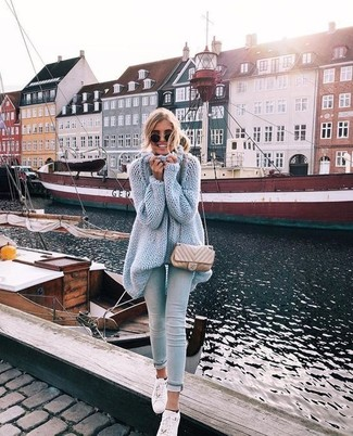 How to wear: light blue knit tunic, light blue skinny jeans, white leather low top sneakers, beige quilted leather crossbody bag