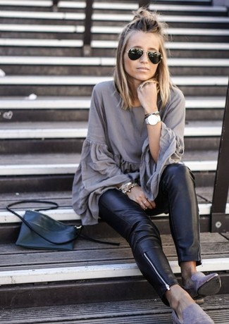 How to Wear Grey Suede Loafers For Women: Why not rock a grey pleated tunic with black leather skinny pants? Both of these pieces are super functional and will look good worn together. A pair of grey suede loafers can integrate seamlessly within many ensembles.