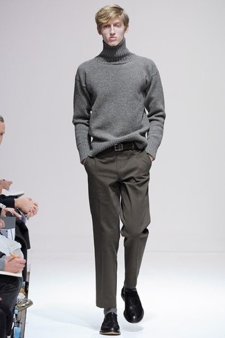 Grey Wool Turtleneck Outfits For Men: A grey wool turtleneck and olive chinos are veritable menswear must-haves if you're putting together a casual wardrobe that holds to the highest fashion standards. Serve a little mix-and-match magic by slipping into black leather derby shoes.
