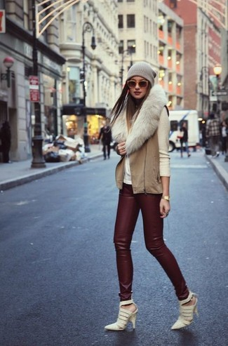 Consider pairing a beige turtleneck with burgundy leather leggings to achieve a chic look. Let's make a bit more effort now and grab a pair of beige cutout leather pumps.
