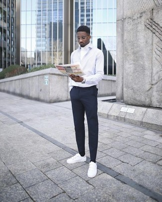 Men's Looks & Outfits: What To Wear In Warm Weather: This off-duty pairing of a white turtleneck and navy chinos is a safe option when you need to look casually stylish in a flash. If you want to easily dial down your outfit with a pair of shoes, why not complete this ensemble with a pair of white canvas low top sneakers?
