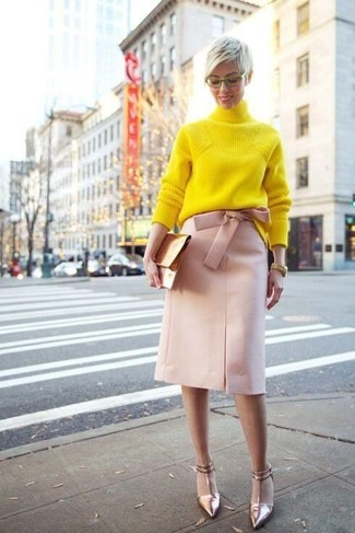 Glam up for the day in a yellow knit turtleneck and a pink pencil skirt. For the maximum chicness grab a pair of gold leather pumps. So if you're on the hunt for an ensemble that's on-trend but also entirely spring_friendly, this just might be it.