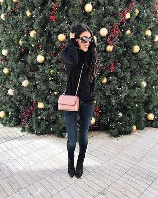 How to wear: black velvet turtleneck, navy skinny jeans, black leather ankle boots, pink quilted leather crossbody bag