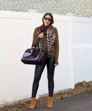 How to wear: olive turtleneck, black leather skinny jeans, tan suede ankle boots, black leather satchel bag