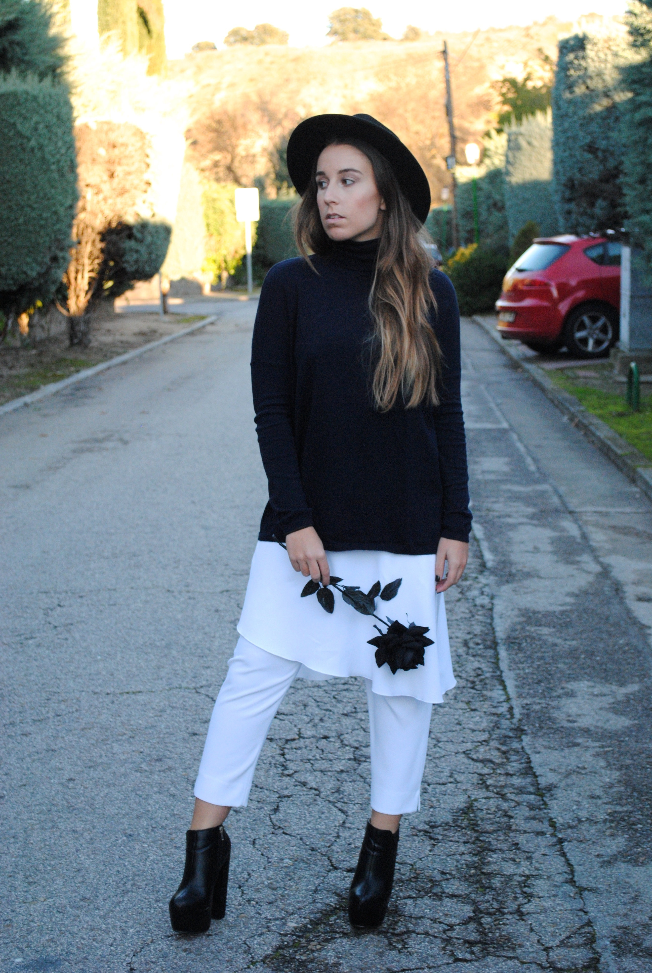 How to Wear White Capri Pants (13 looks) | Women's Fashion