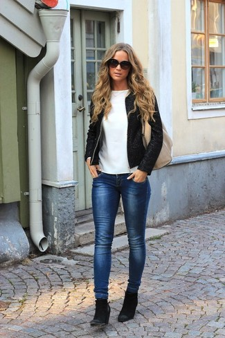 How to wear: black tweed jacket, white long sleeve t-shirt, navy skinny jeans, black suede ankle boots