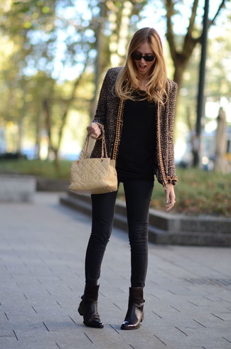 Black Long Sleeve T-shirt Smart Casual Outfits For Women: A black long sleeve t-shirt and black skinny jeans are a pairing that every cool girl should have in her casual wardrobe. Add dark brown leather ankle boots to this look to immediately up the wow factor of your look.