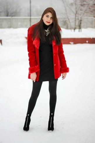 Como combinar un vestido negro con medias negras