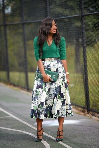 A nicely put together combination of a green v-neck pullover and a dark blue floral full skirt will set you apart effortlessly. Dark green leather pumps will add a touch of polish to an otherwise low-key look.