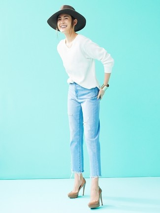 How to wear: white v-neck sweater, light blue ripped jeans, brown leather pumps, grey wool hat