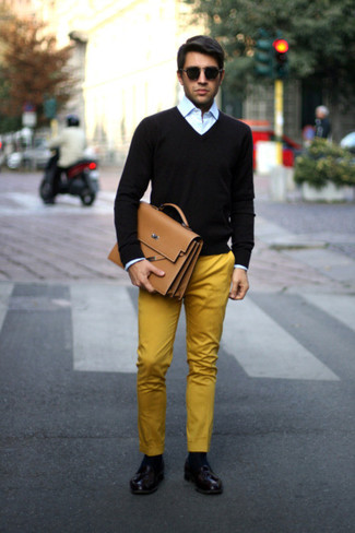 If you feel more confident in comfy clothes, you'll love this dapper combination of a black v-neck sweater and mustard chinos. Go for a pair of oxblood leather tassel loafers to show your sartorial savvy. This is a goofproof option for a comfortable transition outfit.