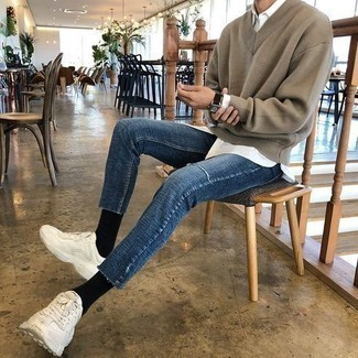 How to Wear White Athletic Shoes For Men: A brown v-neck sweater and blue skinny jeans? This is an easy-to-wear ensemble that any gentleman can rock on a daily basis. Wondering how to round off? Complement this look with white athletic shoes for a more laid-back take.