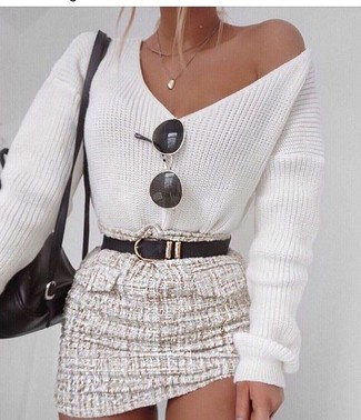 How to Wear a White and Blue V-neck Sweater For Women: A white and blue v-neck sweater and a beige tweed mini skirt teamed together are such a dreamy combo for ladies who prefer cool chic styles.