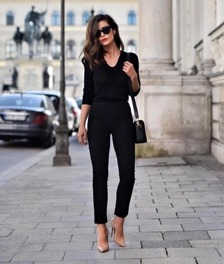 How to Wear Tan Leather Pumps: Show that you do casual like a style pro by opting for a black v-neck sweater and black skinny pants. If you want to immediately step up your look with footwear, introduce a pair of tan leather pumps to the equation.
