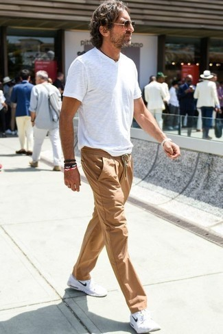 How to Wear a Black Bracelet For Men: If you enjoy a more relaxed approach to style, why not wear a white v-neck t-shirt and a black bracelet? Finishing off with a pair of white athletic shoes is a surefire way to bring a touch of polish to this outfit.