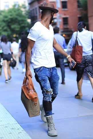 How to wear: white v-neck t-shirt, blue ripped jeans, grey high top sneakers, olive canvas tote bag