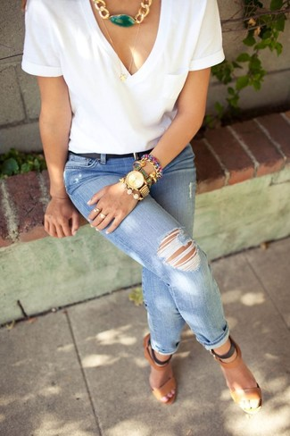 How to Wear a Green Necklace Casually: For To achieve a laid-back look with a modern twist, pair a white v-neck t-shirt with a green necklace. Brown leather heeled sandals will bring a glam twist to an otherwise mostly casual look.