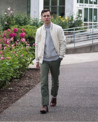 Dark Brown Leather Derby Shoes Outfits: Fashionable and functional, this off-duty combination of a white varsity jacket and olive chinos offers variety. And if you wish to immediately step up your outfit with a pair of shoes, why not introduce dark brown leather derby shoes to the equation?