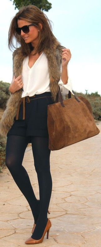 A brown fur vest and black shorts are perfect for both running errands and a night out. Take a classic approach with the footwear and make brown leather pumps your footwear choice.