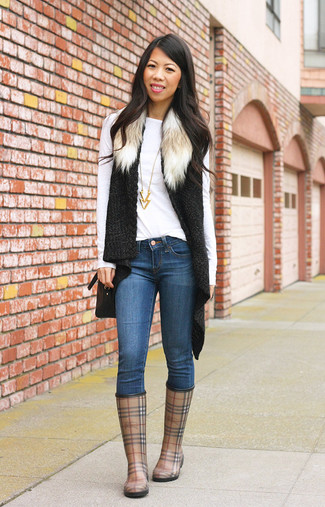 How to wear: black knit fur vest, white long sleeve t-shirt, blue skinny jeans, brown plaid rain boots