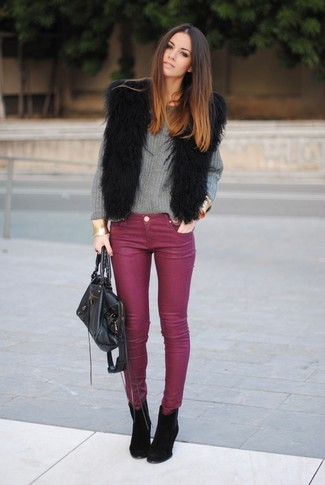 How to wear: black fur vest, grey oversized sweater, burgundy skinny jeans, black suede ankle boots