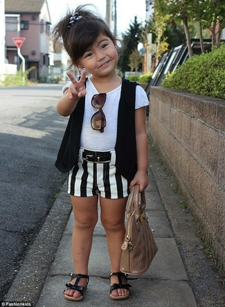 How to wear: black vest, white t-shirt, white and black shorts, black sandals