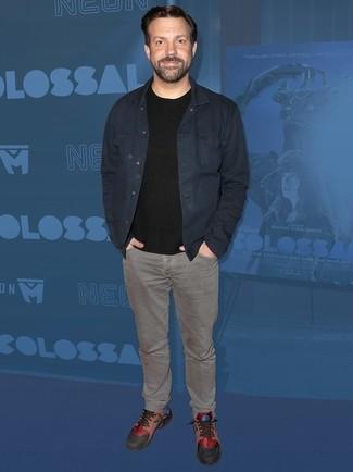 Veste en jean bleu marine t shirt a col rond noir jean gris large 24833