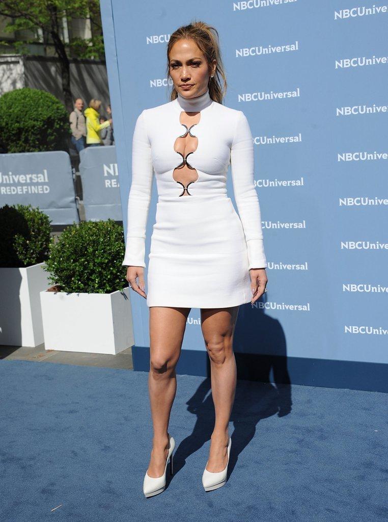 Combinacion zapatos con vestido blanco