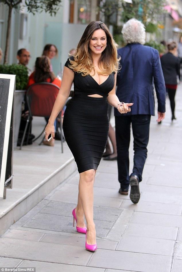 Que zapatos usar para vestido negro