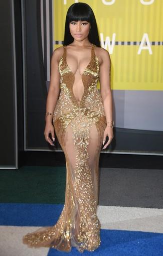 Vestido de noche con cuentas dorado pulsera dorada anillo dorado large 13924