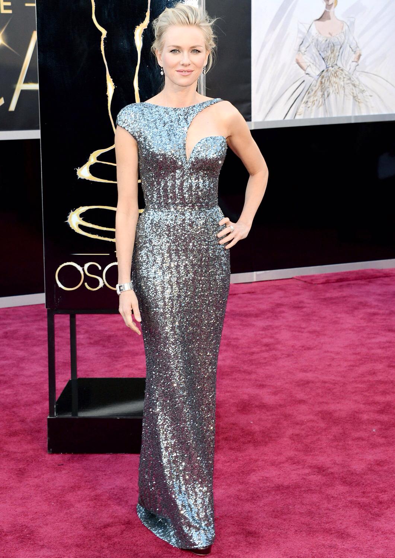 Look de Naomi Watts: Vestido de Noche de Lentejuelas Plateado | Moda ...